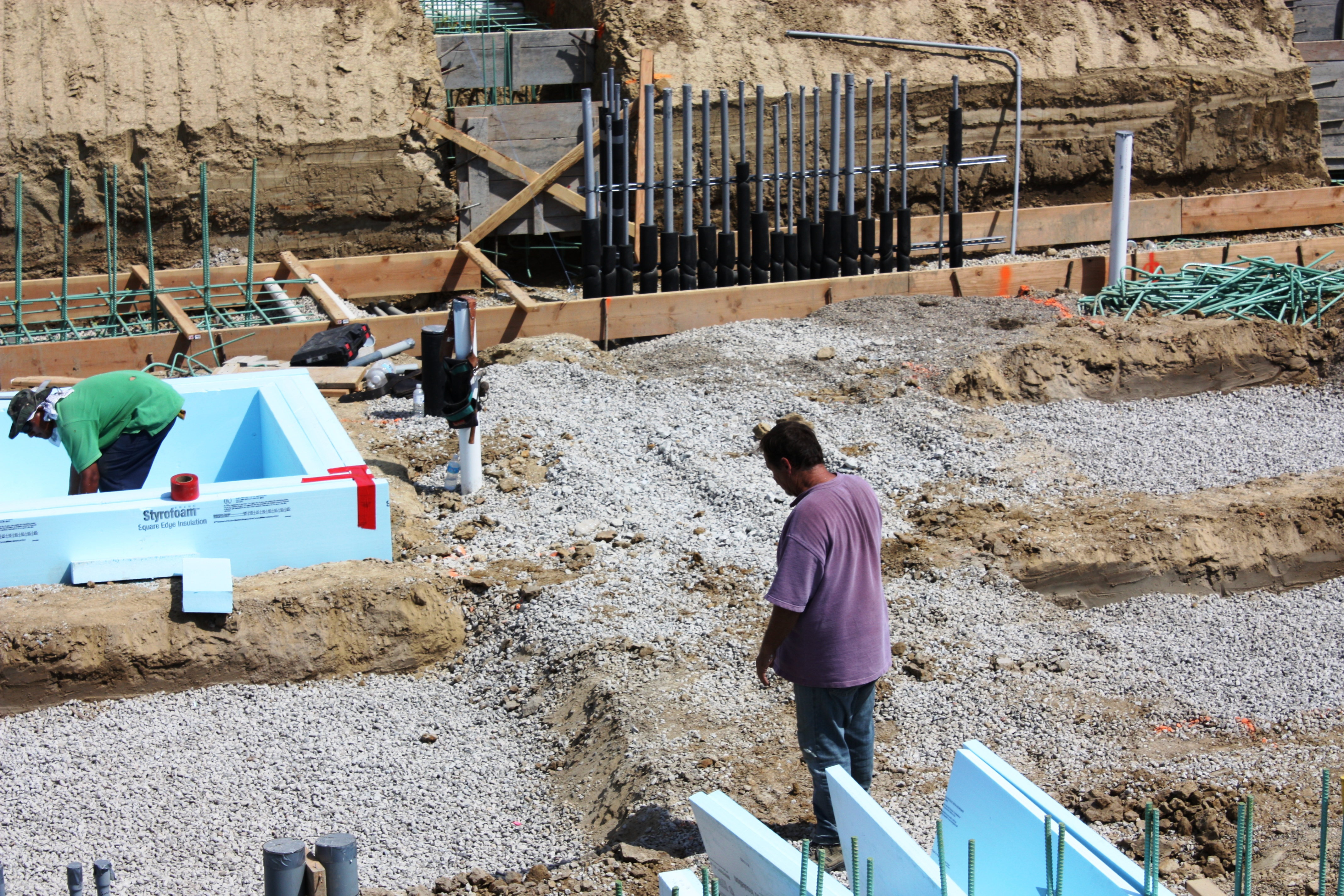 Hydrostatic Mat is installed becore the insulation of all Structural Colum Pads