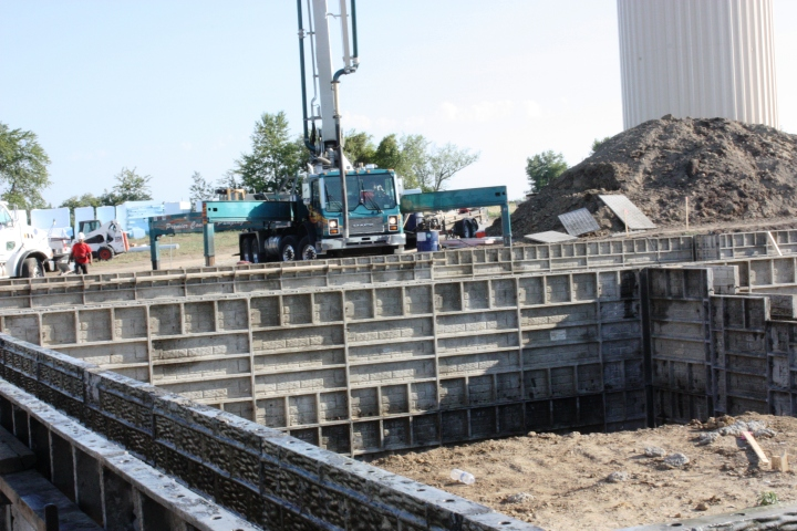 Full Revolution Farm Pumping Truck is deploying for wall pour
